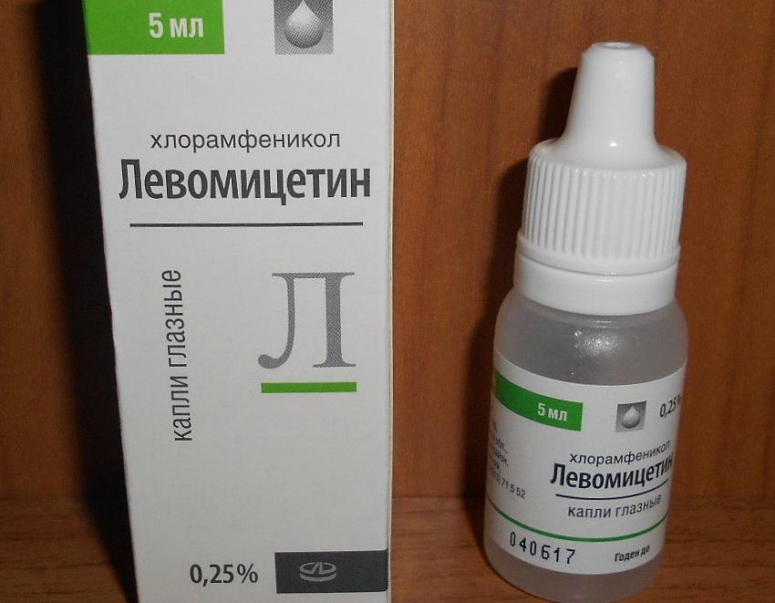 Но иногда для лечения такого симптома врачи назначают глазные капли левомицетин.