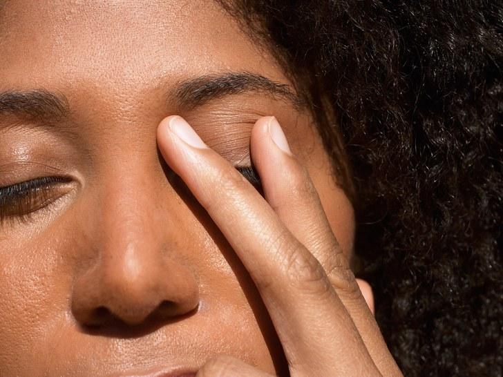 Высыпания на глазах нельзя трогать