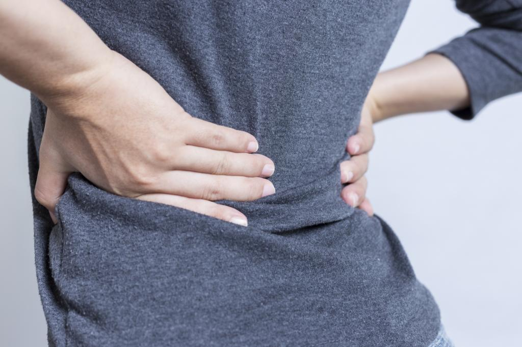 Поднял тяжести и начала болеть спина оказание первой медицинской помощи