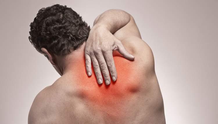 Что делать если болит спина в области лопаток