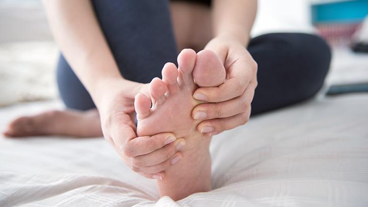 почему болят подушечки под пальцами на ногах