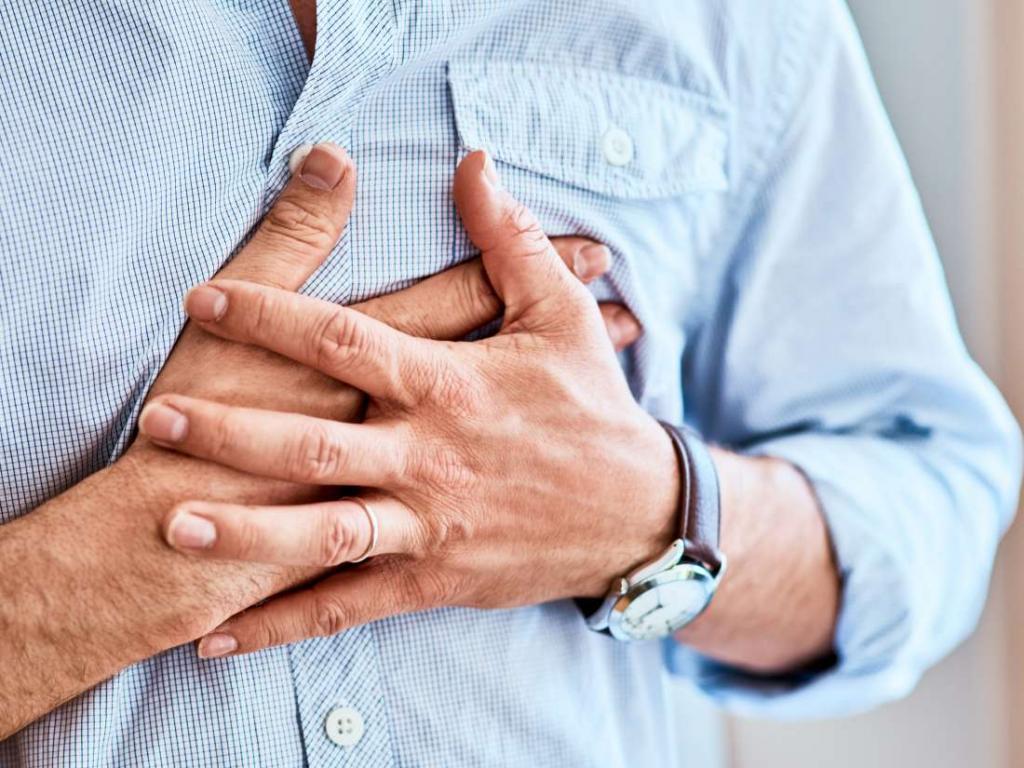 Боль в верхней части грудной клетки