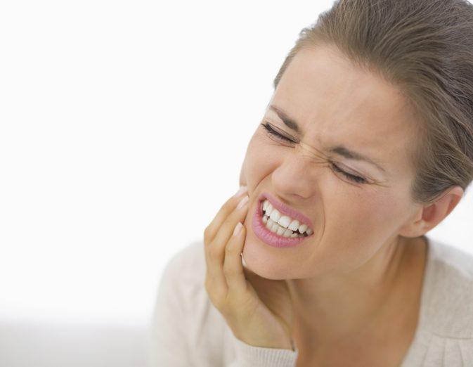 Сколько времени болит десна после удаления зуба