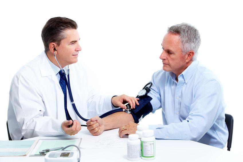 Измерение давления пациенту