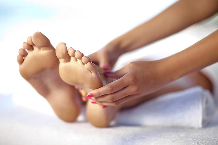 Отекают ноги ниже колен: причины и лечение