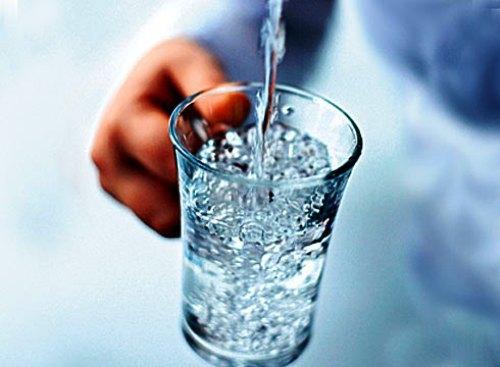 Сколько надо выпить воды для промывания желудка. Показания к промыванию желудка в домашних условиях. Как промыть желудок в домашних условиях? Рекомендации